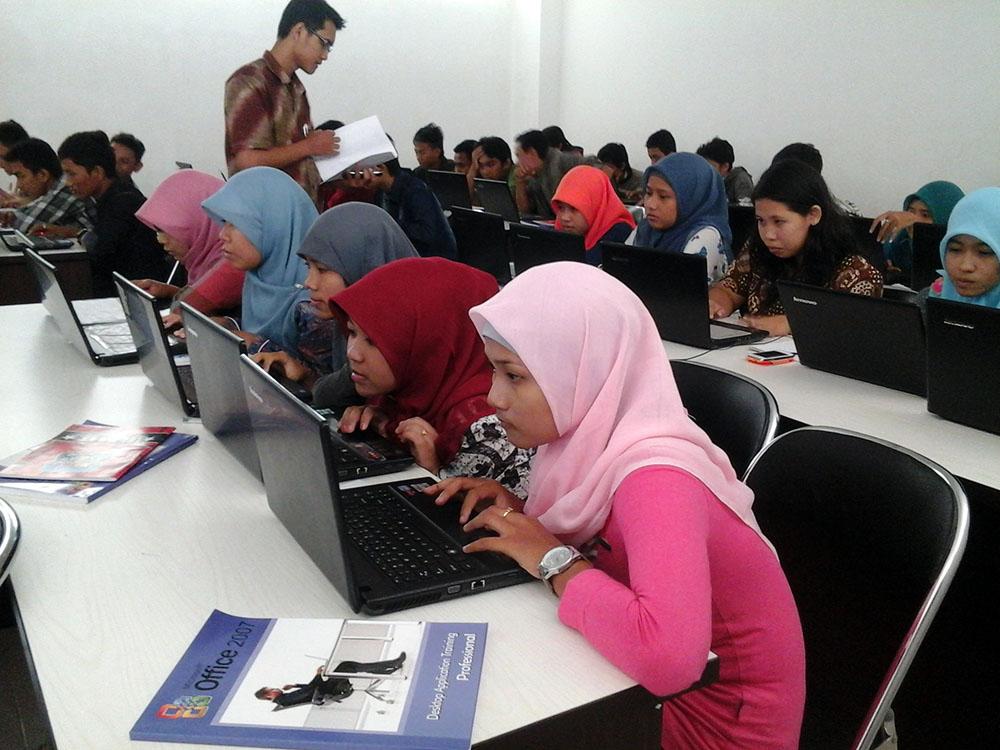 Mahasiswa D4 Teknik Informatika, Ikuti Sertifikasi Microsoft Office