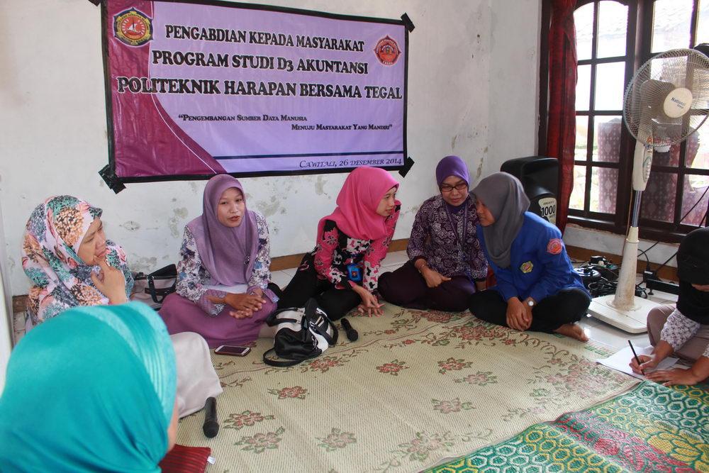 Pengabdian Masyarakat Mahasiswa Dan Dosen Politeknik Harapan Bersama Tegal