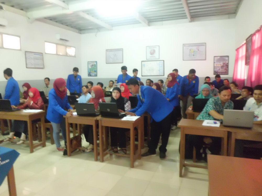 D4 Teknik Informatika Berikan Pelatihan Internet Learning Untuk Guru SMK