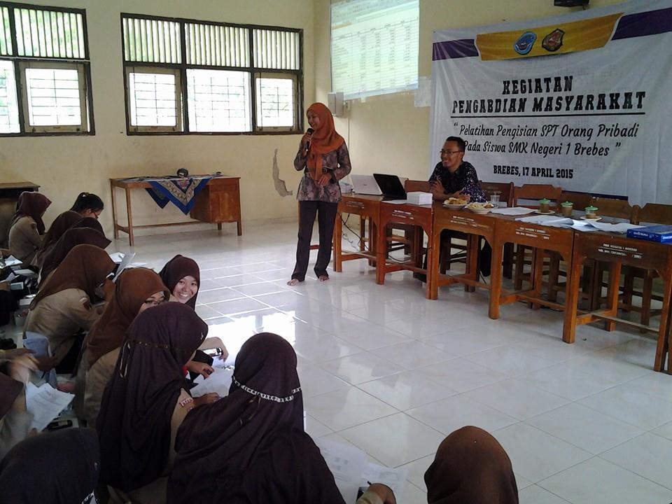 Dosen Prodi Akuntansi Politeknik HB Lakukan Pelatihan Pengisisan SPT Di SMK N 1 Brebes