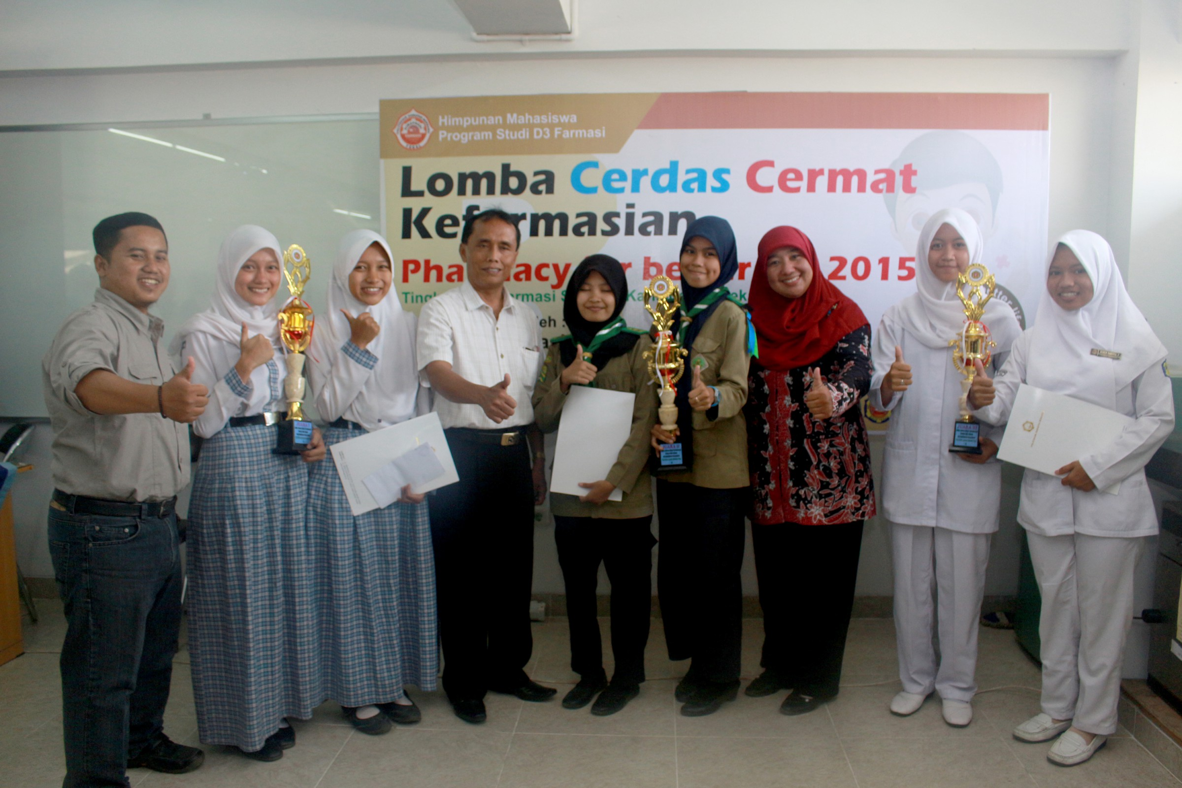 "Lomba Cerdas Cermat ""Pharmacy for Better Life"""