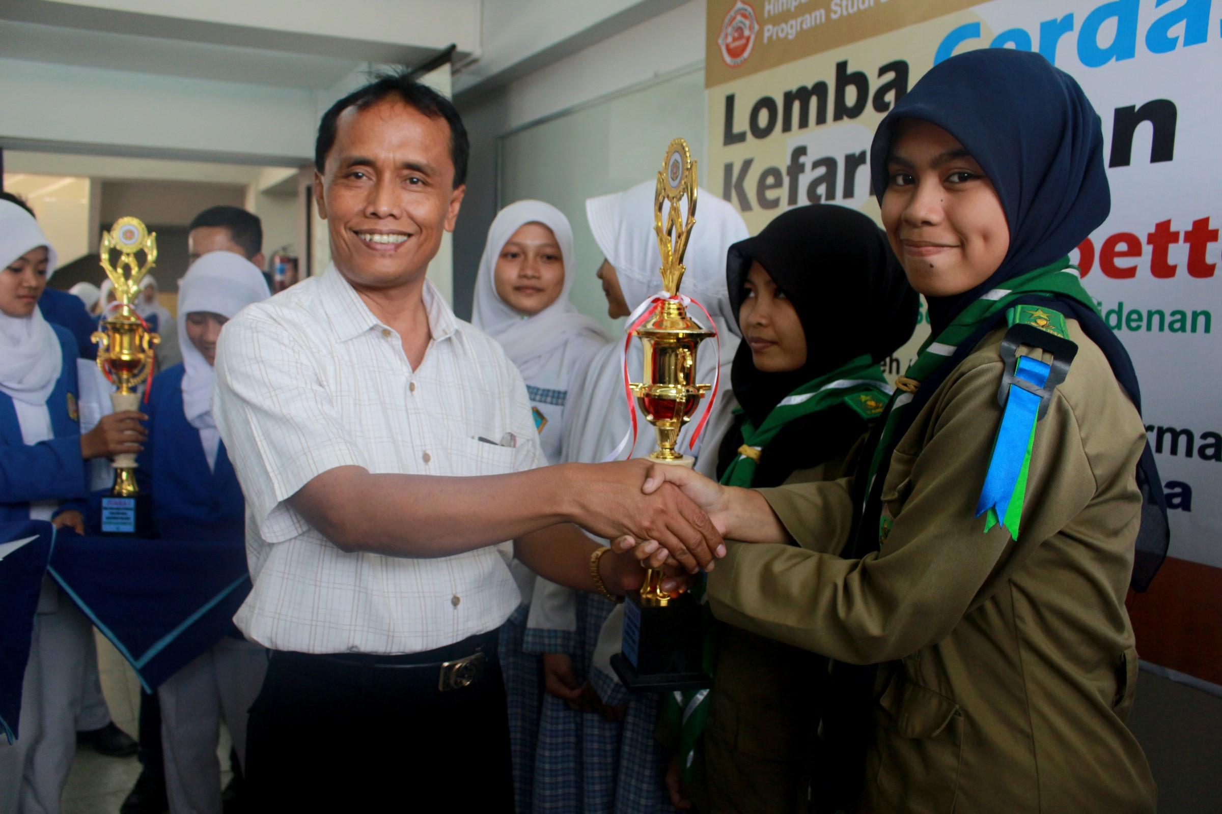 """Lomba Cerdas Cermat """"Pharmacy for Better Life"""""""