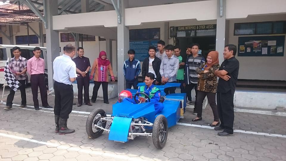 Politeknik Harapan Bersama Tegal Siap Bersaing Dengan 23 Perguruan Tinggi Di Indonesia Pada Ajang Kompetisi Mobil Listrik Indonesia (KMLI) 2015 Di Politeknik Negeri Bandung