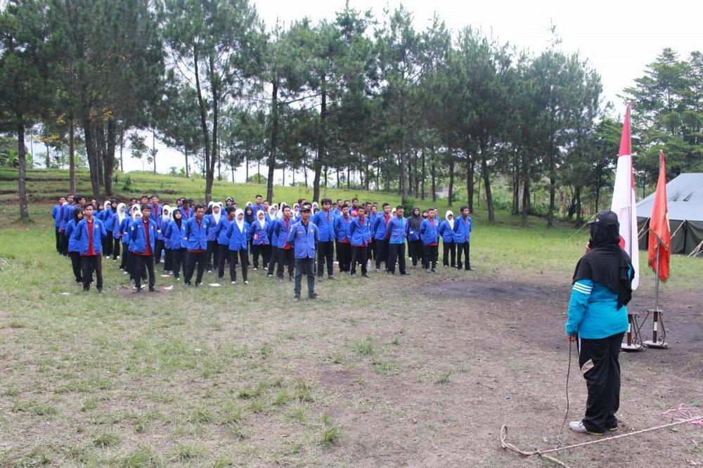 Latihan Dasar Kepemimpinan Pengurus Organisasi Mahasiswa Politeknik Harapan Bersama Tegal