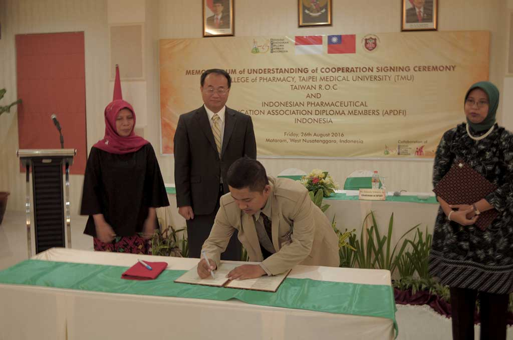 MoU Prodi Farmasi PHB Dengan Taipe Medical University