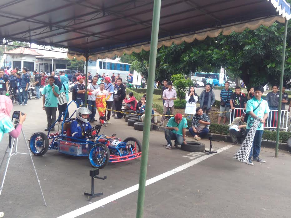 Politeknik Harapan Bersama Tegal Juara 1 Presentasi Terbaik dan Juara 2 Uji Pengereman KMLI (Kompetisi Mobil Listrik Indonesia) 2016