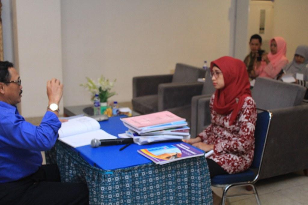 "Workshop dan Klinik Penulisan Buku Ajar ""Prestasi Dulu Baru Prestise"""