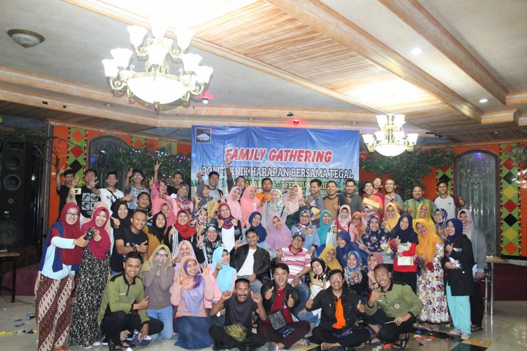 Family Gathering Politeknik Harapan Bersama