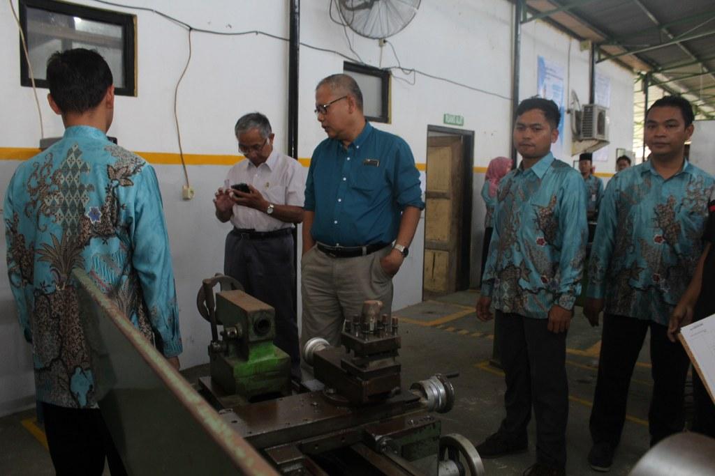 Assessment Lapangan Re-Akreditasi Program Studi DIII Teknik Mesin dan DIII Teknik Elektronika