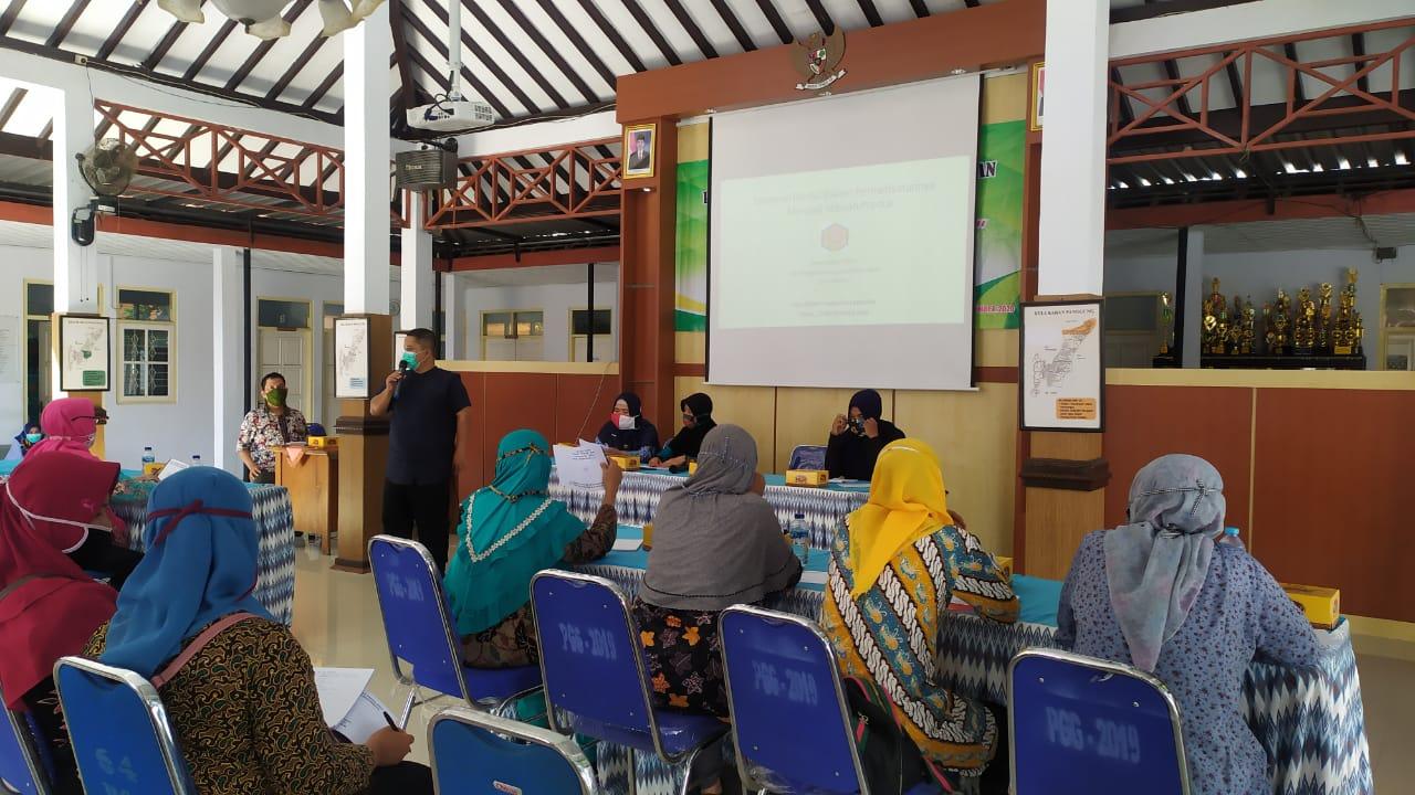 Farmasi PHB Latih PKK Kelurahan Panggung
