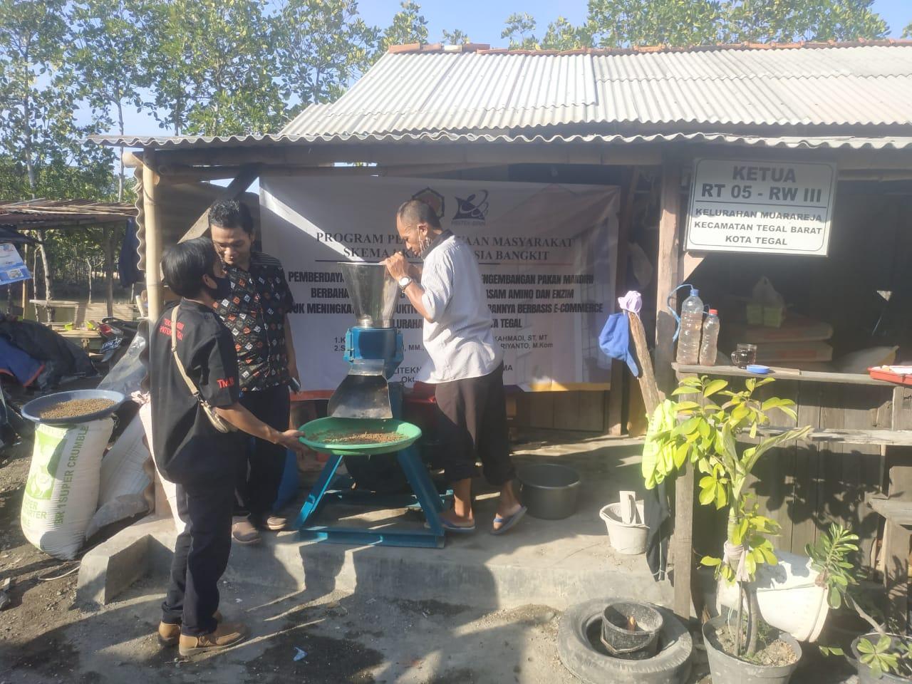 Bikin Pakan Ikan, Dosen PHB Manfaatkan Bahan Lokal